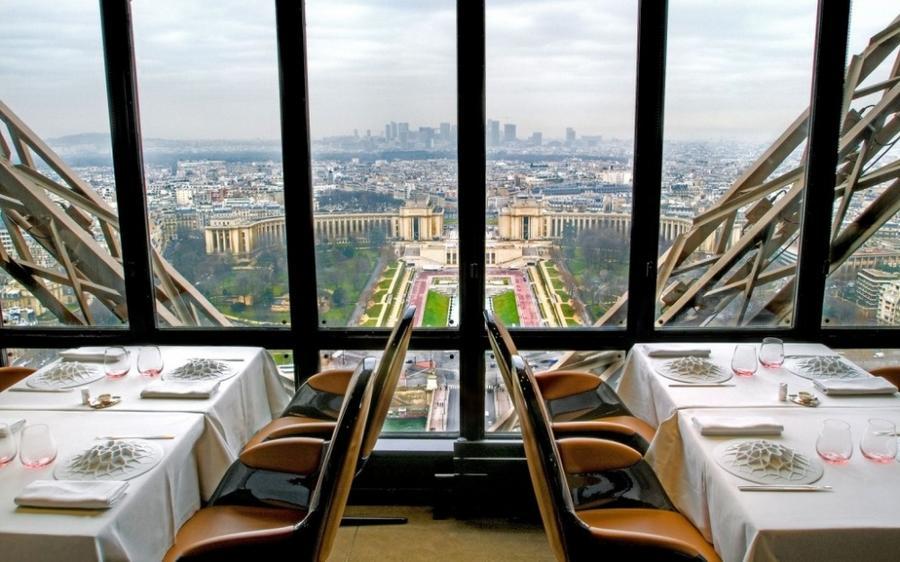 8. Le Jules Verne, Париж, Франция Этот великолепный ресторан расположен прямо в знаменитой Эйфелевой