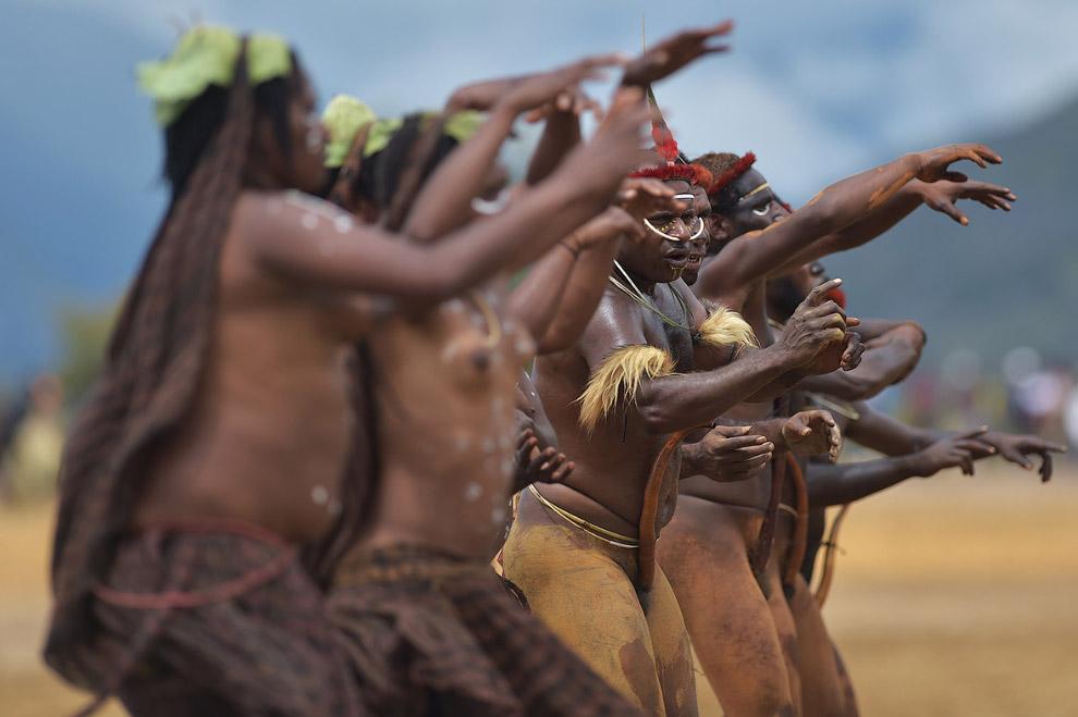 3. Но самое зрелищное — это войны племен. Постановочные, конечно. Такие «войны» позволяет каждо