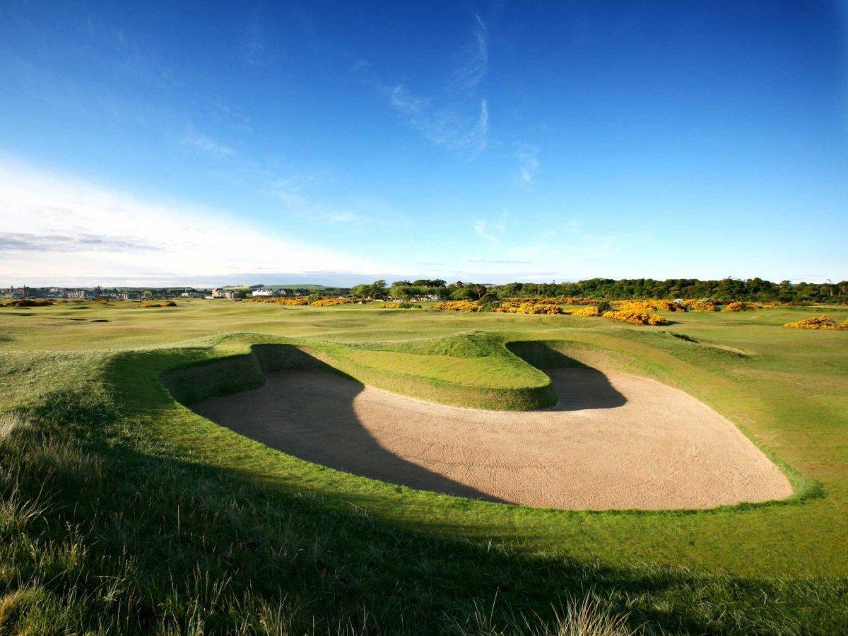16. Одно из лучших полей для гольфа в мире Old Course в Сент-Эндрюсе.