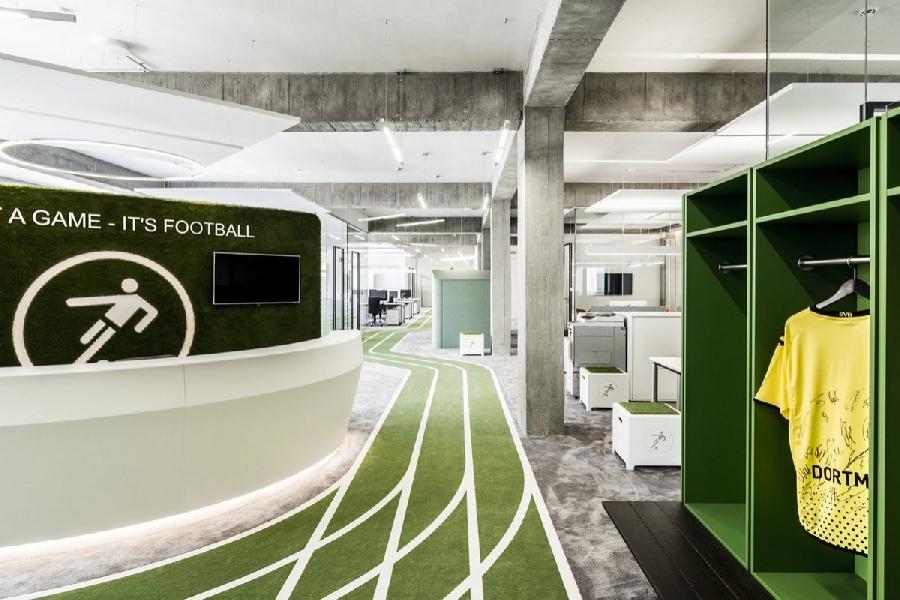 14. Сервис Onefootball Сервис Onefootball оформил свой офис в спортивном стиле и даже установил неск