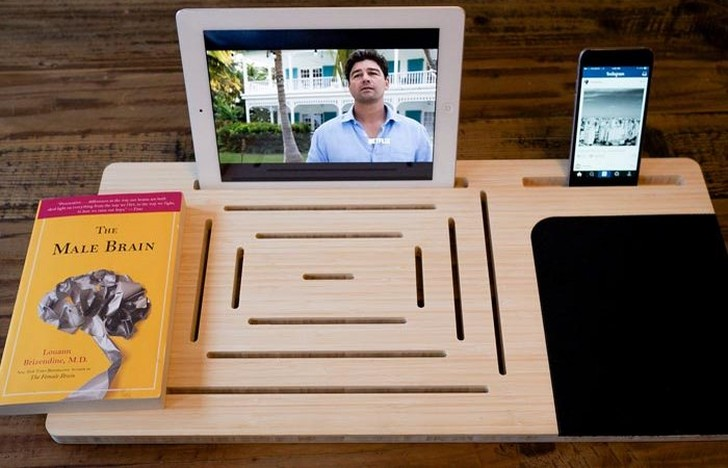 3. Подставка для книг, планшет, смартфон, плеер — поможет доска-держатель LapPad. Подставка будет ис