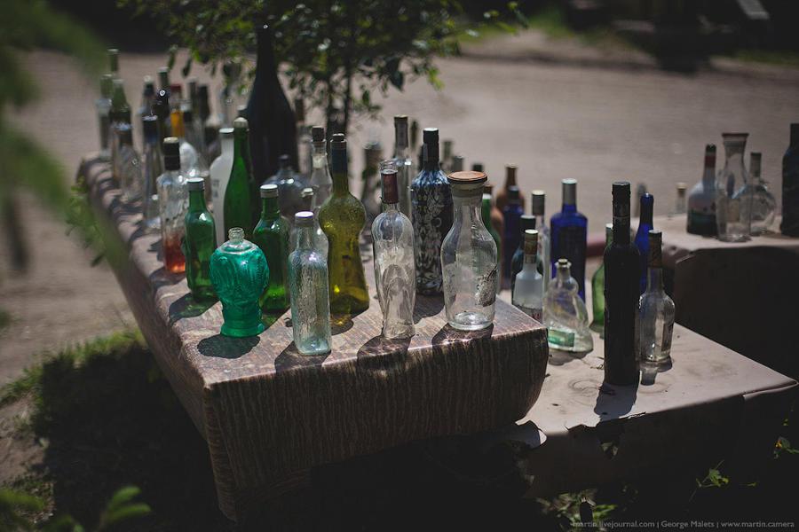5. Небольшая выставка оригинальных бутылок.