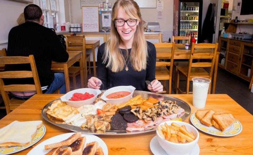 2. Британский мегазавтрак Британцы, буквально помешанные на завтраках, просто обожают «Монстр Мега З