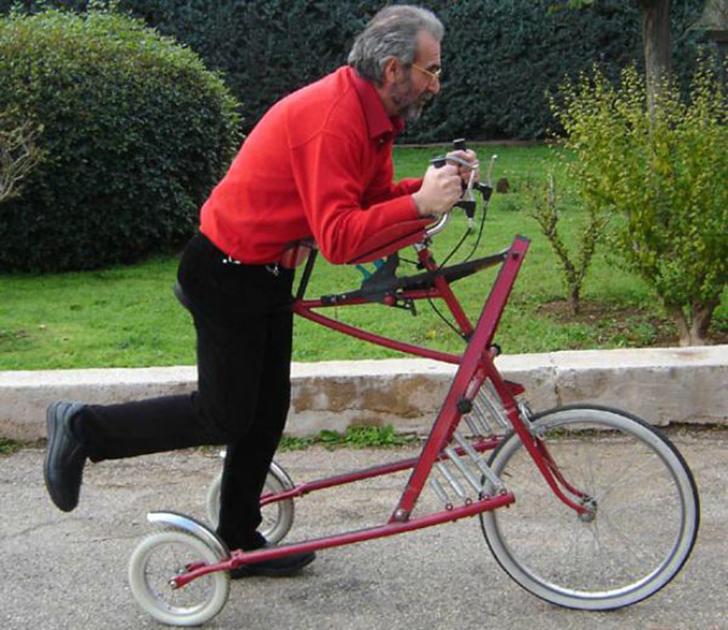 Этот невероятный велосипед напоминает самокат: нужно сначала разогнаться, чтобы на нем прокатиться.