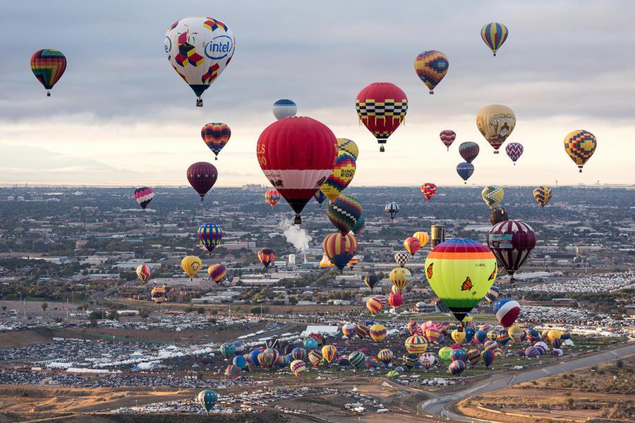 14. Во время экскурсии на воздушном шаре над Альбукерке (США)
