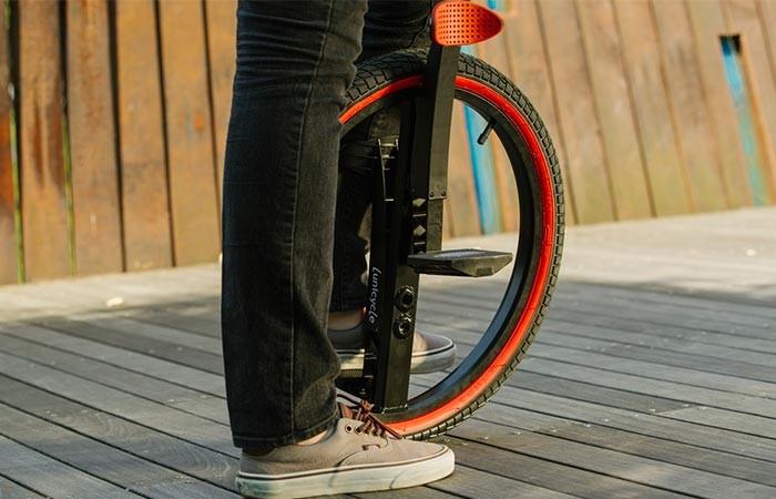 На заре становления велосипедного транспорта, такой подвид велосипедов, как уницикл, пользовался сол