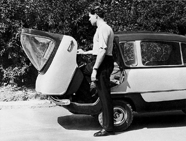 Приемной комиссии было представлено две модификации автомобиля: городской вариант с закрытым кузовом