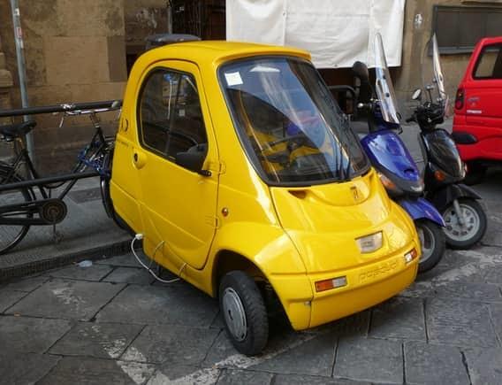 Piaggio Vespra 400 Создатель этой 360-килограммовой малютки, чем-то напоминающей