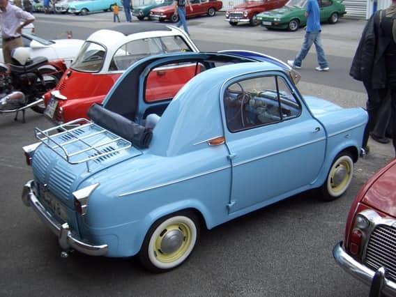 Goggomobil Dart Это авто с кузовом из стекловолокна и откидным верхом весит лишь 345 килограммов и о
