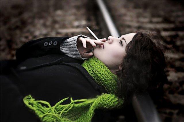 Сотни, тысячи женщин, сегодня не задумываются о своем здоровье, курят прямо на улицах, в школьных дв