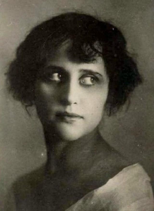 Вера Холодная Впервые встретивший Веру режиссер Гардин описал ее красоту как «манящую и отравляющую»