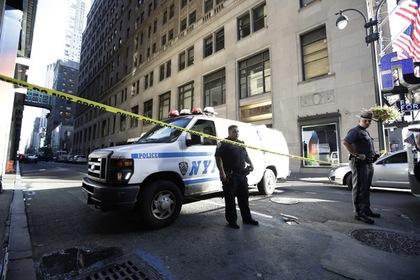 Вооруженный тесаком мужчина напал наполицейских вцентре Нью-Йорка