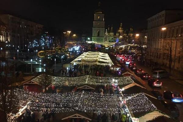 НаСофийской площади вКиеве Новый год встретили неменее ста тыс. человек