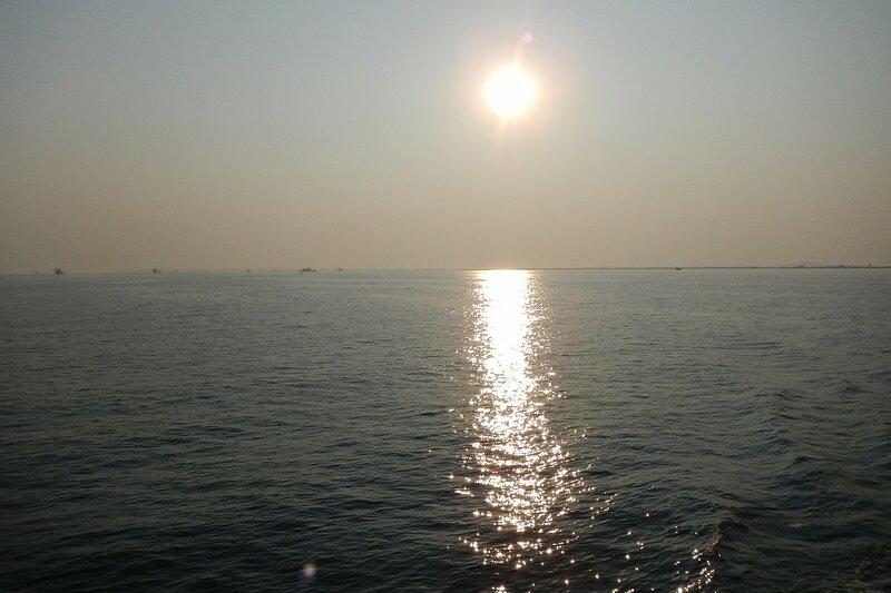 Утреннее солнце отражается в Чёрном море - Путешествие из Кирова в Крым на автомобиле