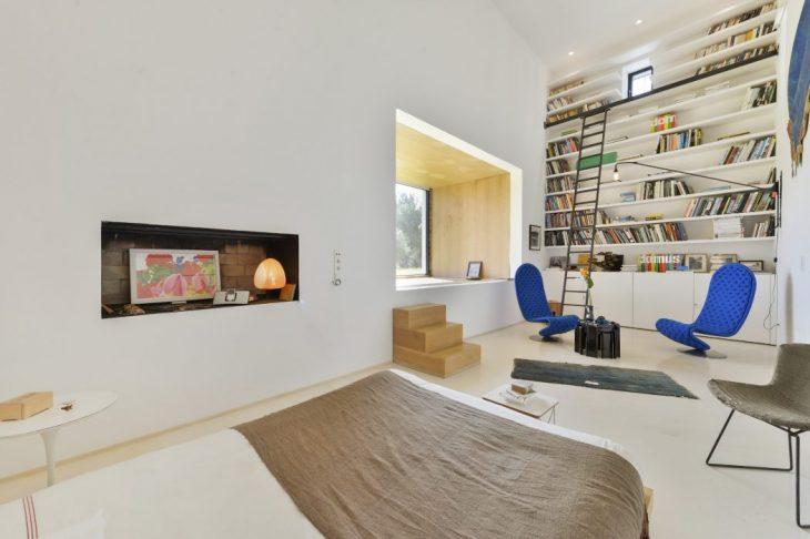 Villa in Ibiza by Pascal Cheikh Djavadi