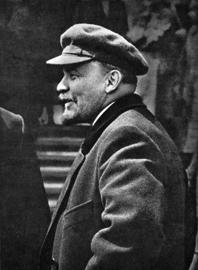 В.И.Ленин произ. речь перед войсками Всевобуча на Кр. пл. Москва, 25.05.19.jpg