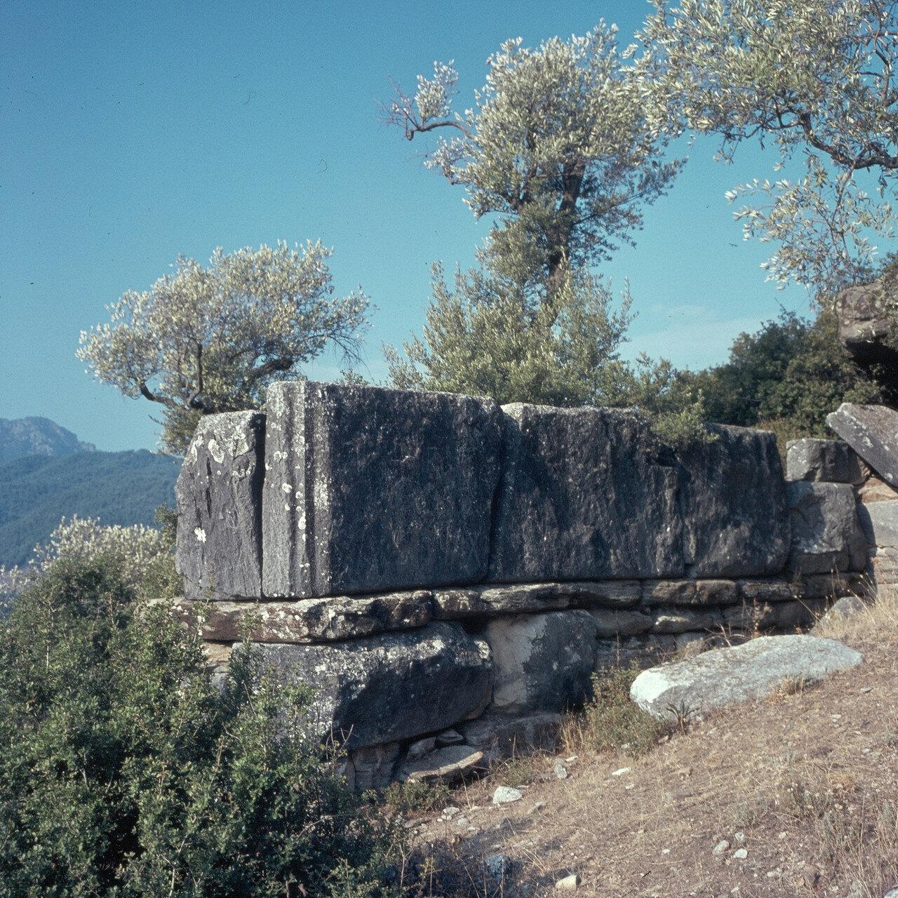 Тасос. Мраморные блоки в стенах древнего города