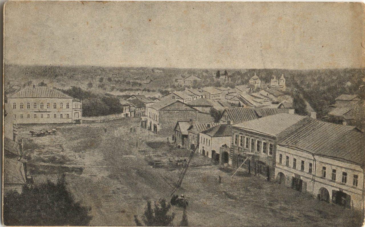 Вид на центральную площадь с Троицкого собора