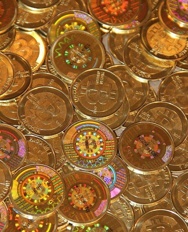 800px-Physical_Bitcoin_by_Mike_Cauldwell_(Casascius).jpg