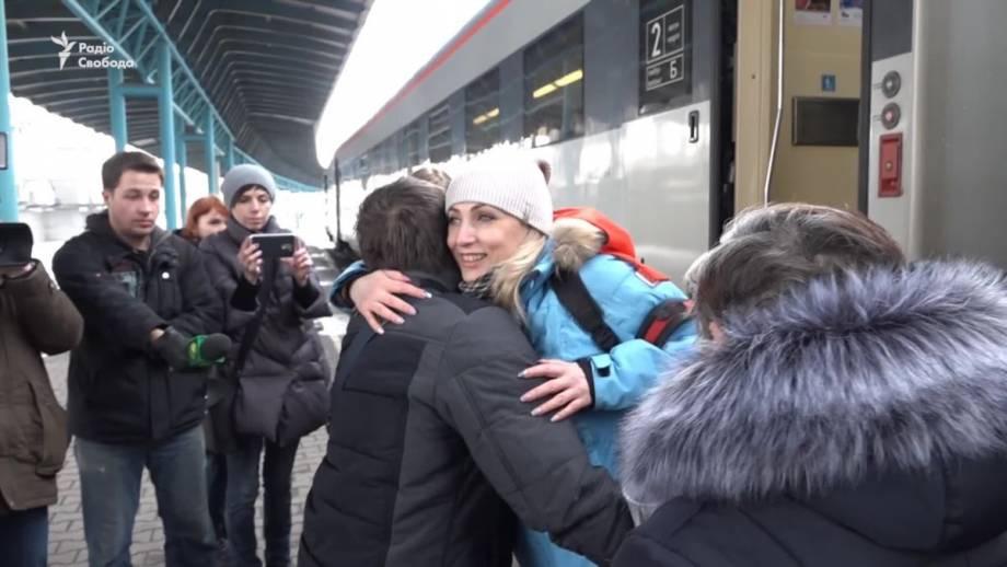В Запорожье встретили участника войны на Донбассе, который полгода провел на реабилитации в США (видео)