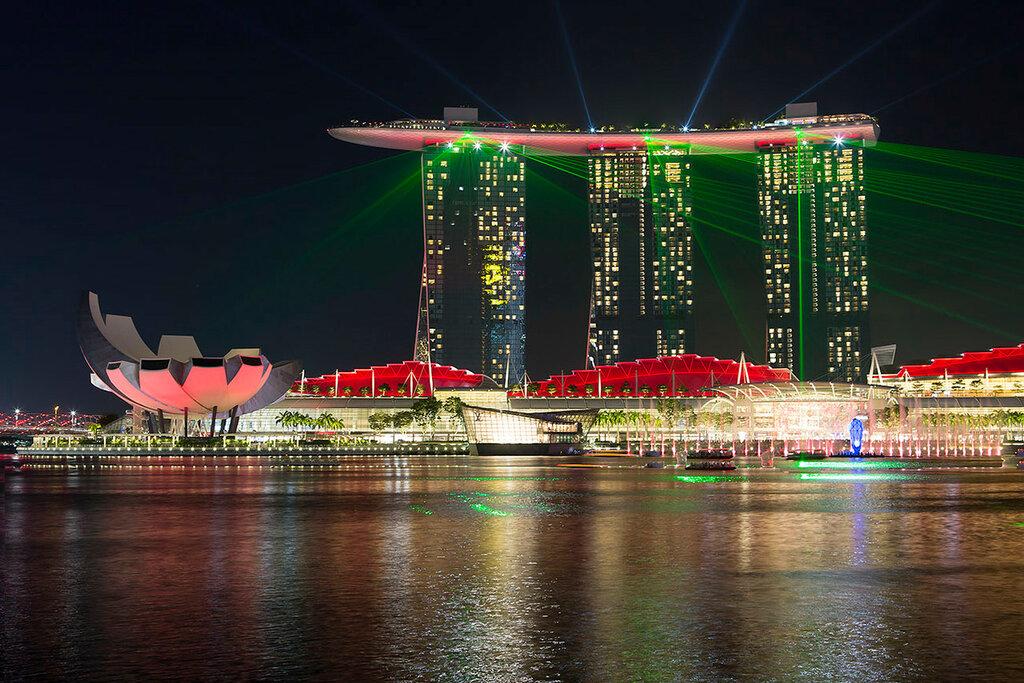 Вечерний Сингапур. Лазерное шоу на набережной Marina Bay