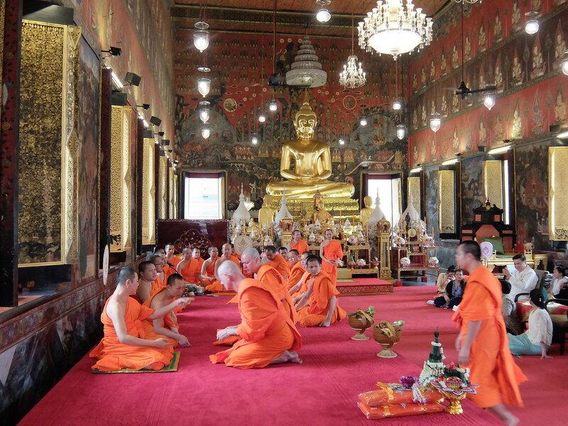 Бангкок - Монахи в Ват Сакет