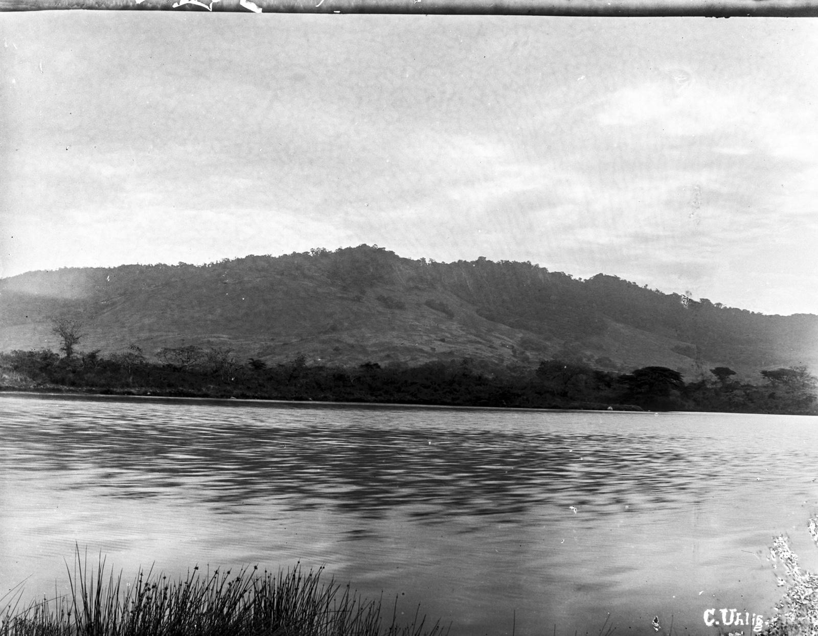 148. Озеро Натрон на горе Меру
