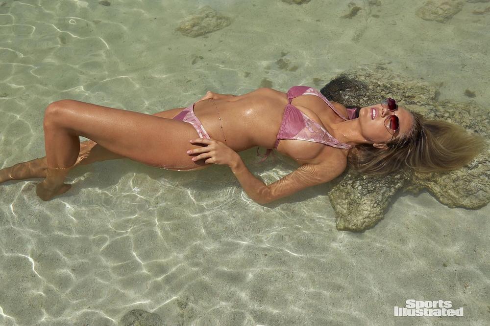 Кейт Аптон в купальниках