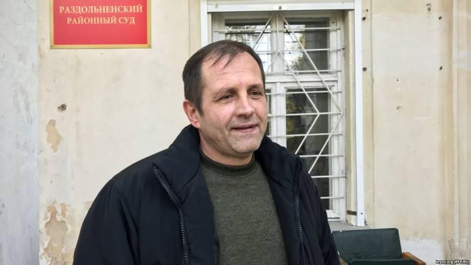 Балух был в наручниках на слушании апелляции на его арест в крымском суде