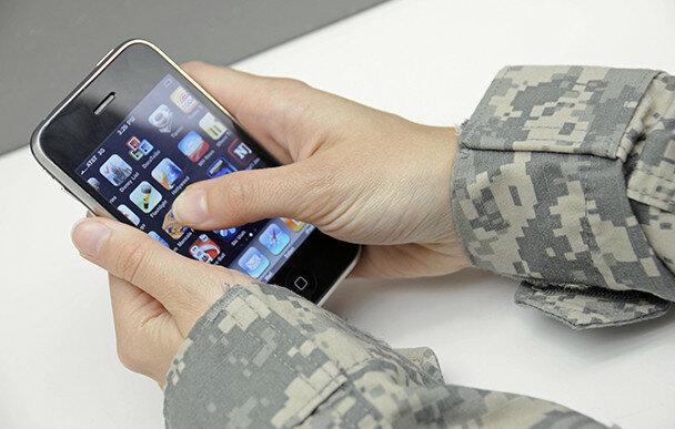 Российским военным запретят смартфоны.