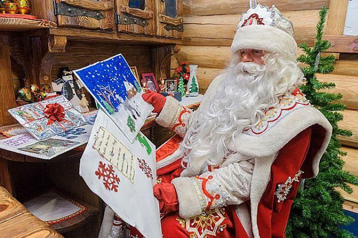 Открытка. День Рождения Деда Мороза. С праздником вас, друзья!