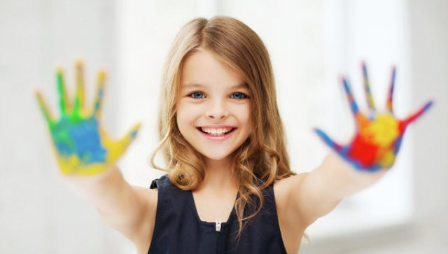 Открытки. Всемирный день ребенка. Разноцветные ладошки