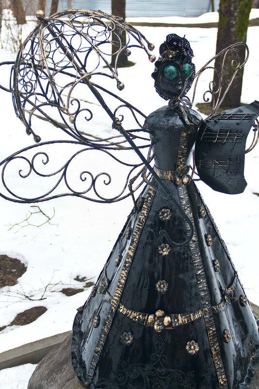 скульптура Стрекоза в Зеленогорске