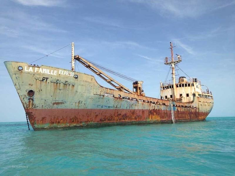 0 182c0c 54e2ee63 orig - На мели: фото брошенных кораблей