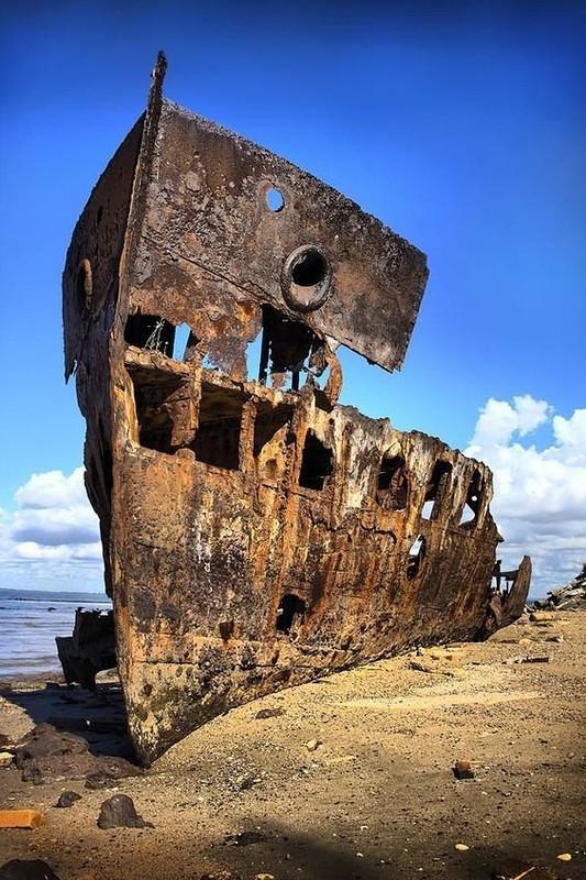 0 182c22 76ff78a2 orig - На мели: фото брошенных кораблей
