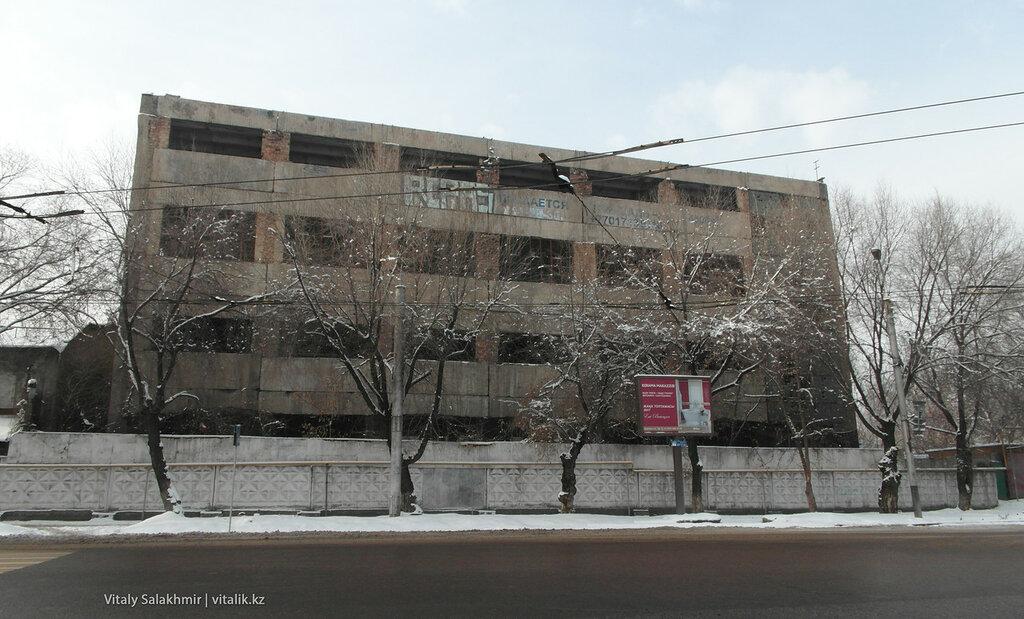 Здание на Гоголя-Ауэзова.