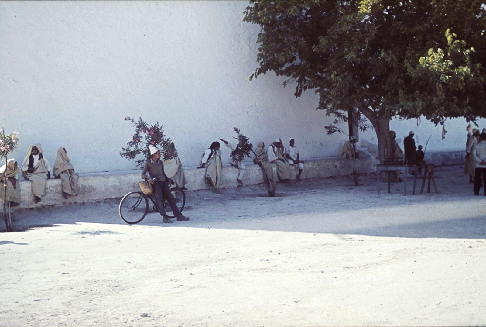 Гадамес. Уличная сцена с местными жителями