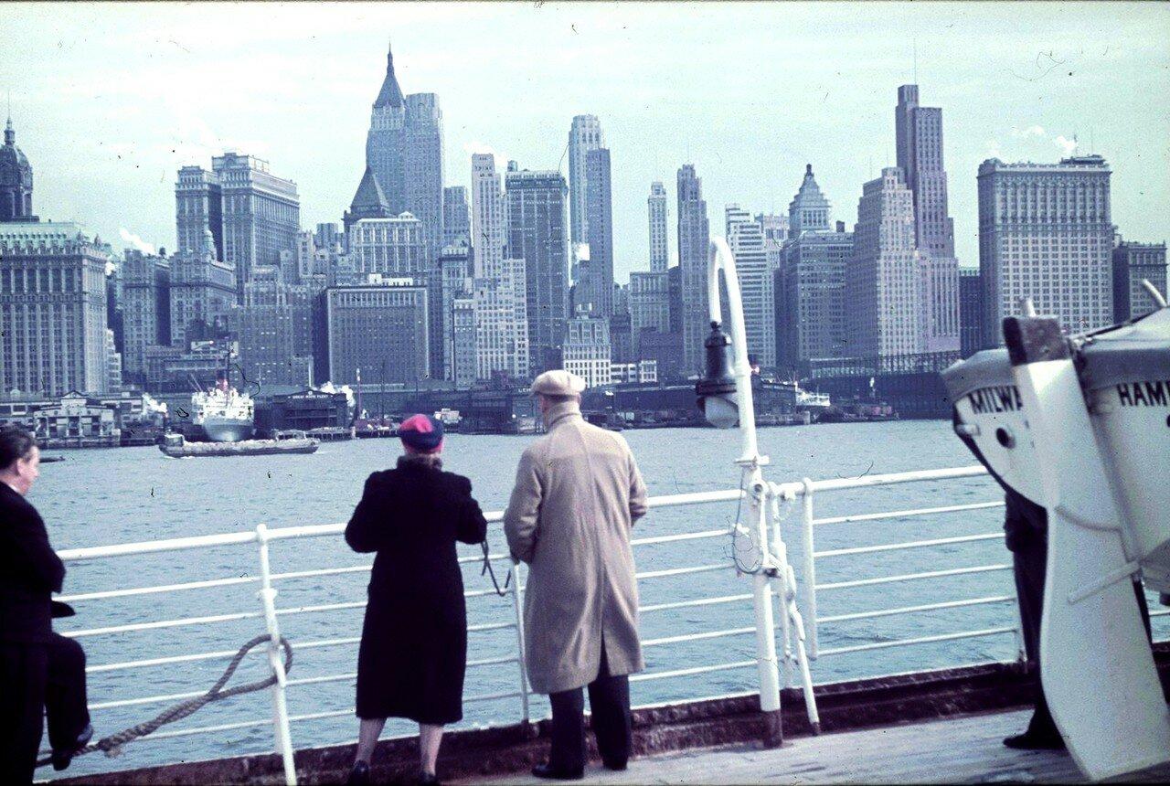 Нью-Йорк. Вид с корабля на город