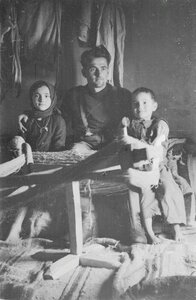 Солдат с двумя детьми
