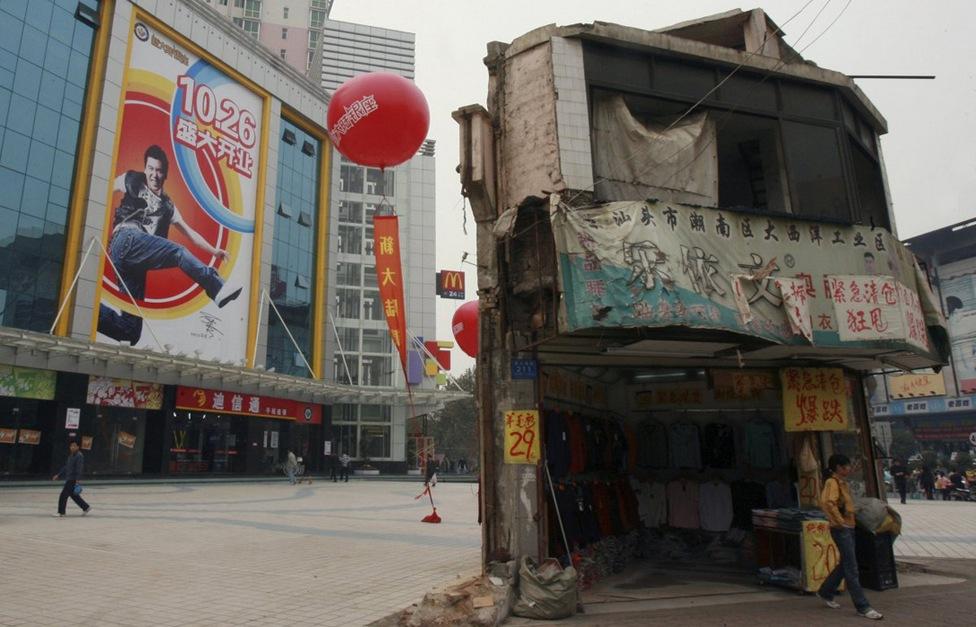 Дома в Китае, ставшие на пути строителей