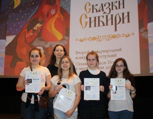 11 Художницы из студии Зебра и руководитель Ирина Арзамасцева.JPG