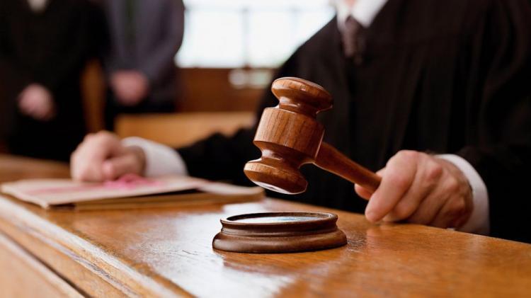 В Екатеринбурге состоялся суд над мужчиной бившем 4-летнего сына об асфальт