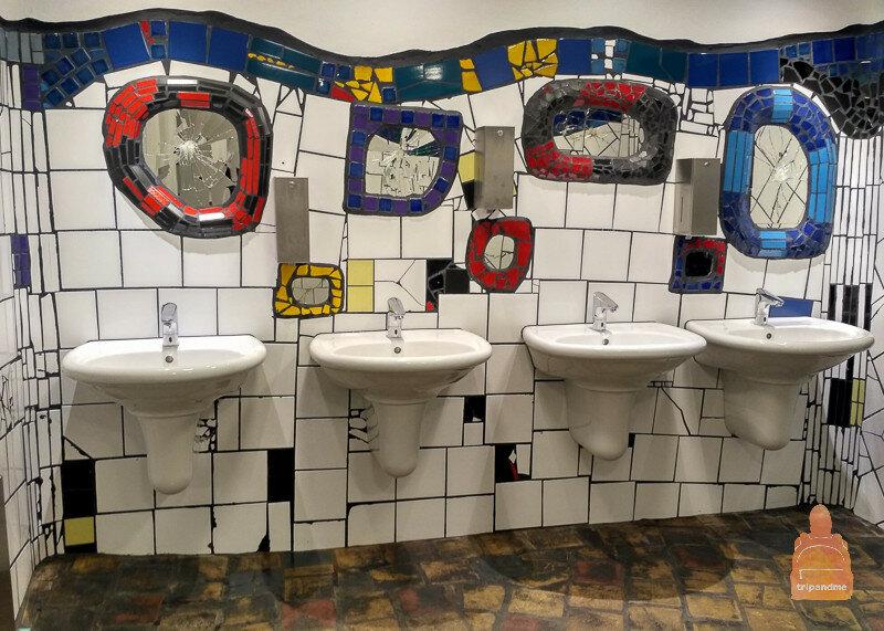 Туалет в деревне Хундертвассера