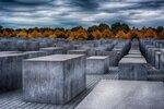 Прыжки на мертвых евреев: Уместно ли селфиться там, где чтут погибших