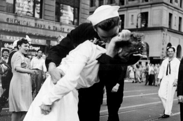 ВСША скончалась медсестра сфотографии «Поцелуй наТаймс-сквер»