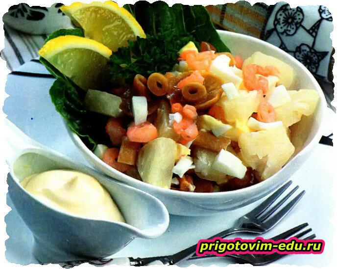 Салат с опятами и ананасами