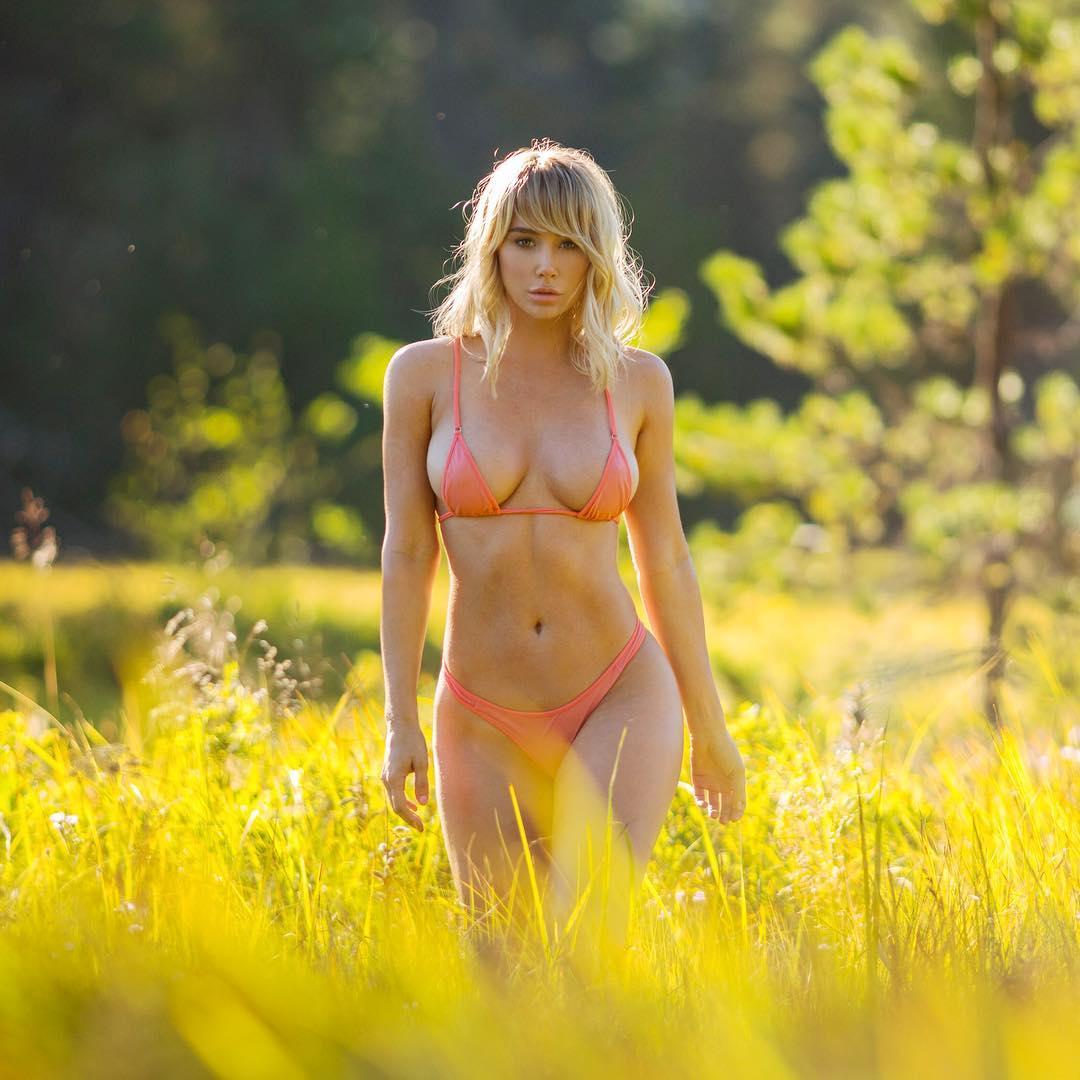 Свежие снимки путешествующей модели Сары Андервуд из Instagram