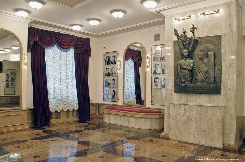 04. Театр Пушкина. фойе. 07.02.17.03..jpg