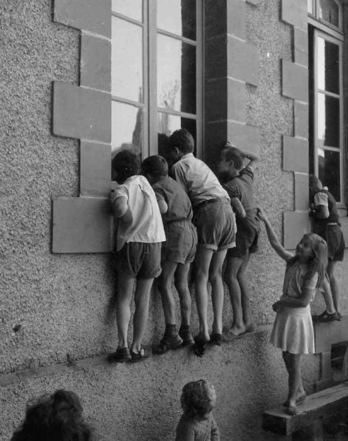 historical-children-playing-photography-29-589dbf035b903__700.jpg