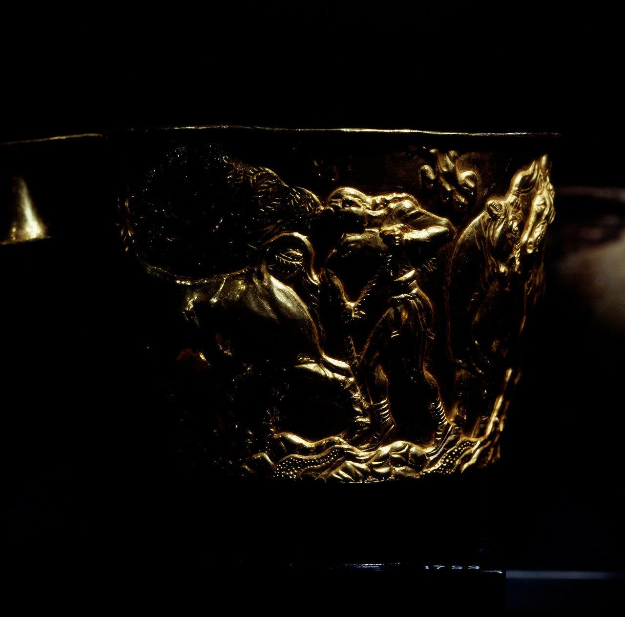 Золотой кубок с Крита, высота 8 см. XV в. до н.э.